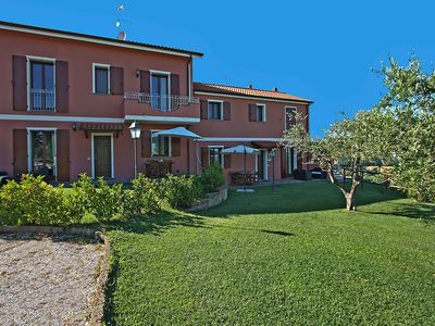 Photo for Apartment with swimming pool and hydro massage, 10 km from the sea, nice area