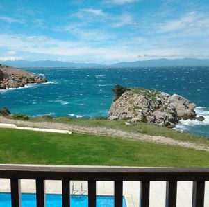 Photo for L'Escala: Waterfront - Apartment residence with swimming pool - View of Roses Bay and Pyrénée