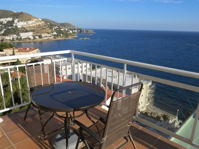 Photo for 4. Apartment with incredible views of the Bay of Roses with community pool.