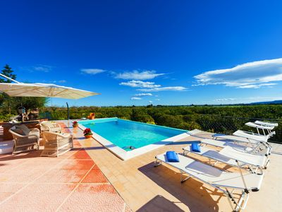 Photo for Comfortable and relaxing villa, 5 en-suites, infinity pool, citrus park