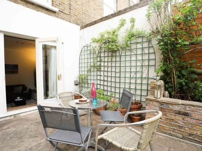Photo for Family Friendly Garden Flat Sleeps 4 - Chiswick