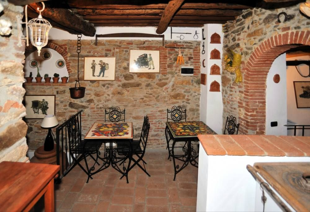 Casa r stica t pica da toscana em 1500 co homeaway for Pared rustica interior