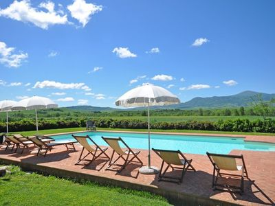 Photo for Cosy apartment with pool, WIFI, TV, washing machine, panoramic view, parking, close to Montepulciano