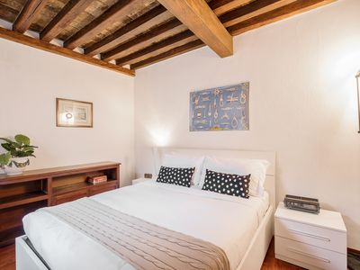 Photo for Charming 2 bed flat a few steps from the Pantheon
