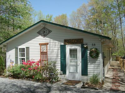 Secluded Twin Creek Cottage - 3BR/2BA/Hot Tub/Massage Chair/King/Child Friendly