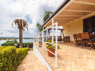 Photo for Villa with swimming pool close to the sea