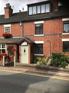 Beautiful 3 Bed cottage in Barlaston Village -recently refurbished