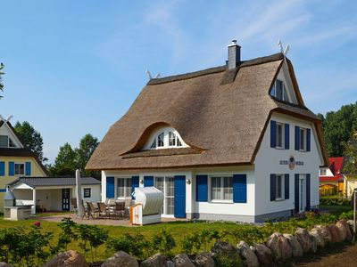Photo for Beautiful, spacious thatched house near the Baltic Sea beach