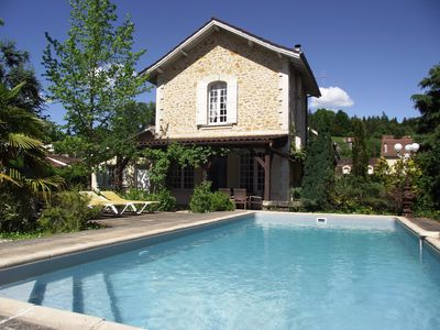 Photo for CENTRAL SARLAT+3 BEDS+3ENSUITE+PARKING+WIFI+BISTROS & SHOPS WITHIN 150mtrs+POOL