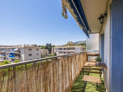Photo for Sunny flat with large balcony and parking close to Toulon center - Welkeys