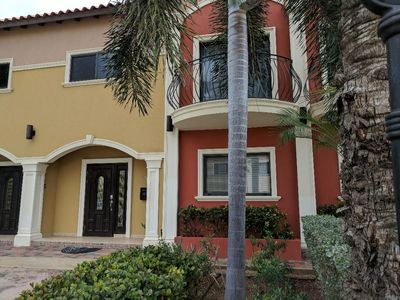 Photo for Spacious Gold Coast Townhouse in lush community close to beaches