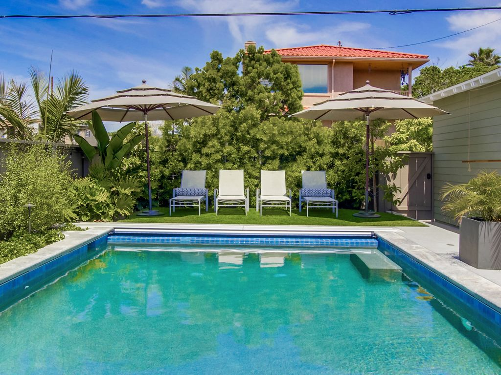 Brand New Pacific Beach Home With Beautiful Pool Short Stroll To Ocean