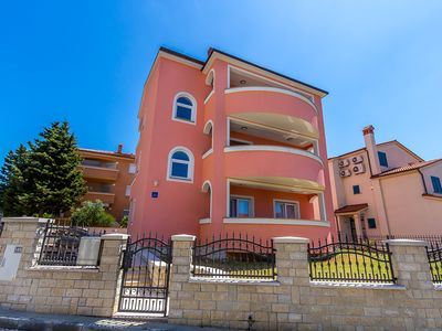 Photo for Apartment in Medulin only 500 meters to the sandy beach with climate, Wi-Fi, parking, balcony