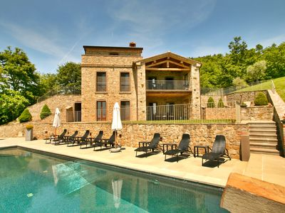 Photo for Luxury villa, Stunning full Trasimeno view, infinity pool jacuzzi, A/C Free Wifi