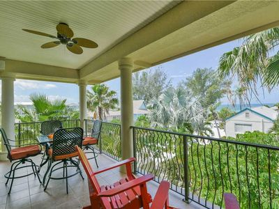 Cozy Condo with Gulf Views ☼ Only 30 Seconds to the Beach!
