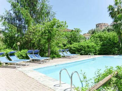 Photo for Lovely apartment in villa for 6 guests with pool, WIFI, pets allowed and parking