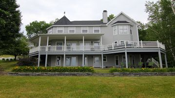 SARATOGA LAKE HOUSE,Sleep 20, PRIVATE BEACH,Perfect for Large Groups,LARGE ROOMS