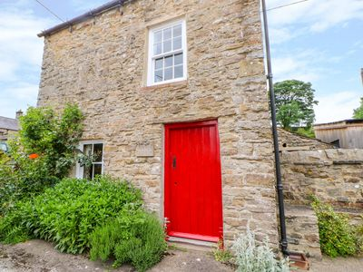 Photo for STOREYS COTTAGE, pet friendly, with open fire in Redmire, Ref 974416