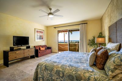 2 Ocean View Master Bedrooms with Private Bathroom and Walking Closet