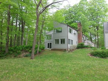Lakeville/Salisbury retreat with lake access - Steps from Hotchkiss School