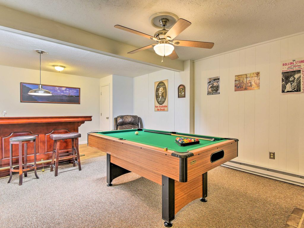 NEW BR Tobyhanna Home WPrivate Deck Pool Table Room Rental - Rolling pool table