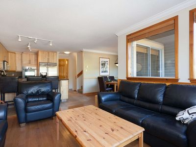 NEWLY PAINTED and Renovated June 2018 FAMILY SIZE townhome in WHISTLER CREEK. Private HOT TUB