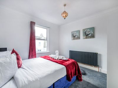 Photo for A Beautiful Two Double Bedroom Apartment for couples