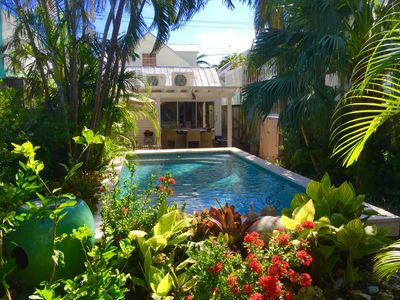 Historic, cozy, prime location with amazing pool and garden in Historic Seaport