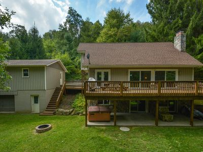 Photo for Charming and charismatic 3 bedroom lakefront cottage!