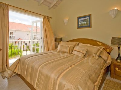 New luxury townhouse/apt on gated compound, private pool, wonderful amenities