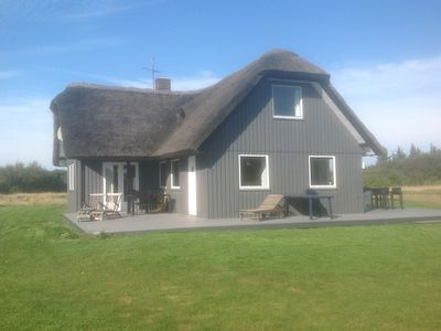 Photo for Dragstrup Vig. 130 m2 wooden holiday cottage w/ thatchroof. 100m. to the beach.