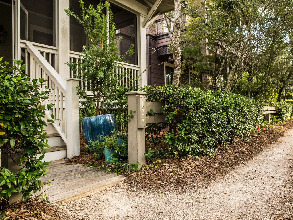 Newly Renovated - New Furniture - Minutes f... - VRBO