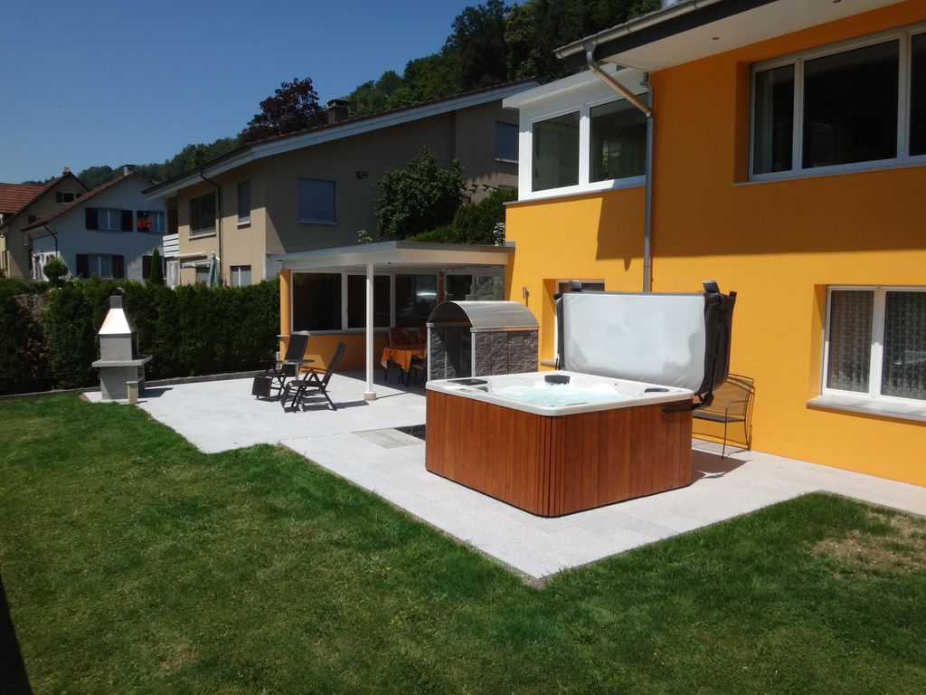 sun terrasse avec jacuzzi et douche exp rience avec vue. Black Bedroom Furniture Sets. Home Design Ideas