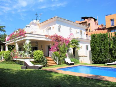Photo for Luxury family villa with large gardens, Near beach and restaurants, 9 mins to Puerto Banus