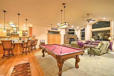 The interior boasts nearly 2,850 sq feet for up to 10 guests, plus 2 children.