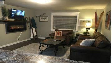WINTER RATE SPECIAL $80 per night. Remodeled 2 bedroom Condo in the Hills!