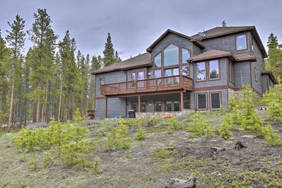 Make unforgettable memories with your loved ones in this lavish Breck villa.