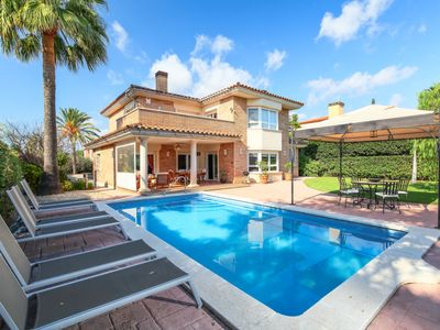 Photo for 5 bedroom Villa, sleeps 9 in Reus with Pool, Air Con and WiFi