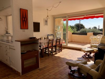 Photo for Apartment 4 people near the city center of Bandol, large terrace & wifi
