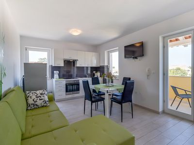 Photo for Karin 1 apartment in Veli Lusinj with WiFi, air conditioning, private parking & balcony.