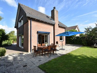Photo for Detached holiday home in Zeeland with panoramic views, lots of privacy, large garden