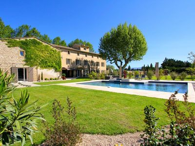 Photo for Stunning Bastide very secluded but 5 minutes from Isle sur la Sorgue