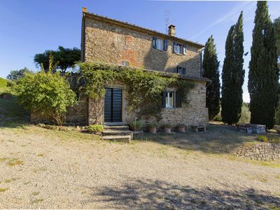 Photo for Stunning villa with terrace and private pool in Tuscan hills