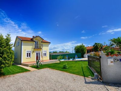 Photo for Adorable holiday home with private pool and covered terrace !