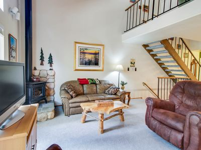 Photo for Charming condo with shared pool, hot tub, tennis, entertainment & more!