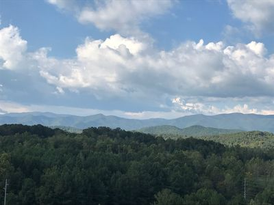 Photo for Secluded log cabin near Brasstown Bald Mountain with Peace and Quiet