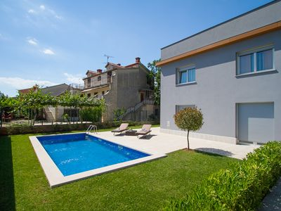 Photo for Bright and modern, the apartment Izabela with garden and pool for sole use