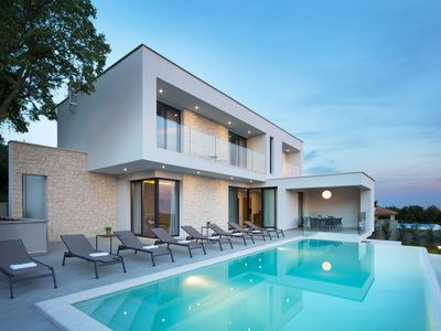 Photo for This 3-bedroom villa for up to 6 guests is located in Rabac and has a private swimming pool, air-con