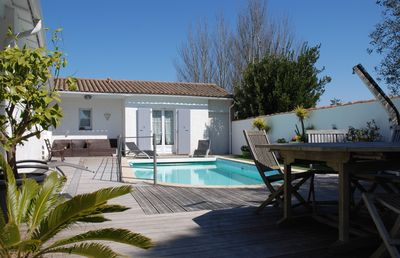 Photo for Large family villa with heated pool in La Couarde sur Mer