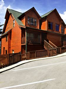 456 King size bed/bedroom condo/cabin with a set of bunk beds & washer/dryer